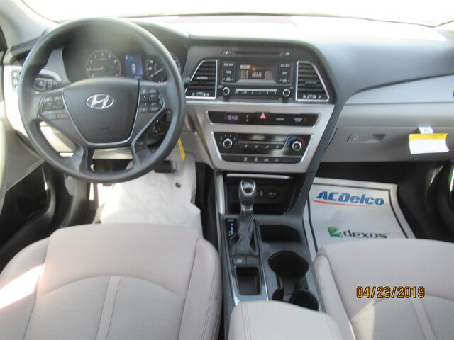 Amazing Pre Owned 2017 Hyundai Sonata 2 4L Fwd Sedan Inzonedesignstudio Interior Chair Design Inzonedesignstudiocom